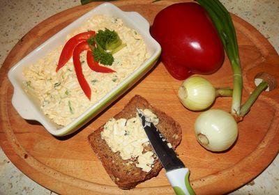 Pasta jajeczna z musztardą i szczypiorkiem
