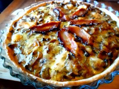 Tarta z serem pleśniowym i pieczarkami