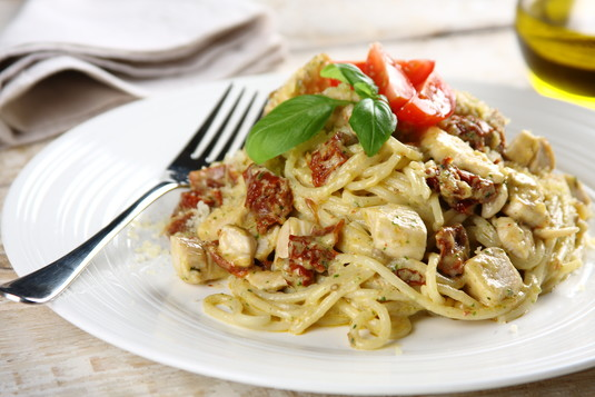 Spaghetti w bazyliowym sosie