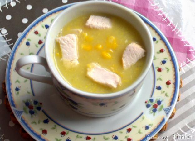 Zupa krem z kukurydzy z kawałkami kurczaka.
