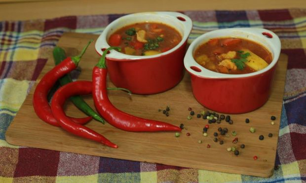 Przepis  rozgrzewająca zupa gulaszowo