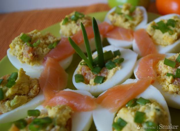 Jajka faszerowane łososiem i chrzanem