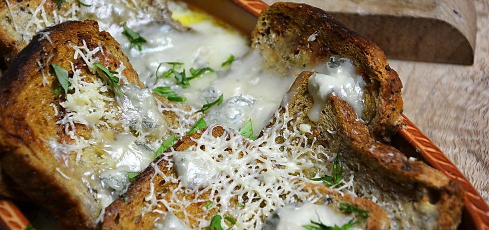 Zapiekanka z chleba, jajek i sera (autor: rng
