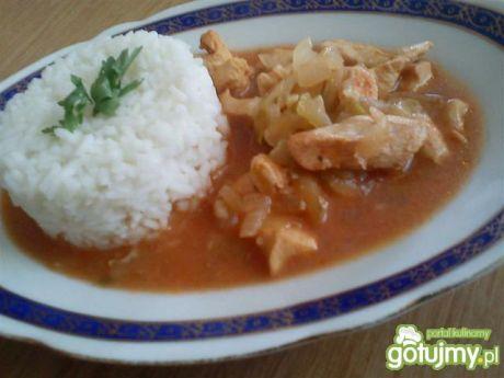 Przepis na gulasz drobiowy z ryżem