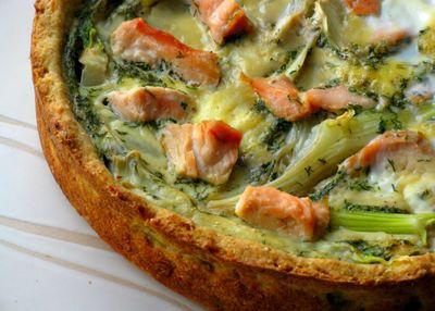 Tarta z wędzonym łososiem i koprem włoskim
