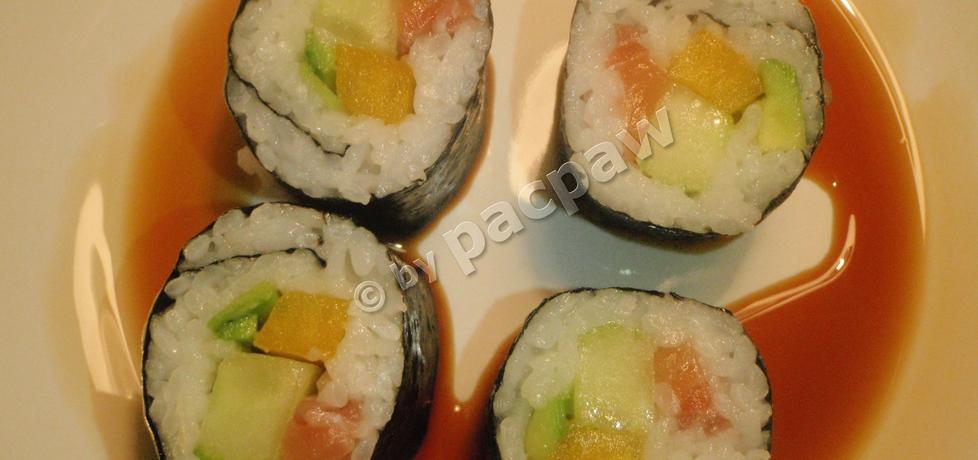 Sushi – futomaki z łososiem, papryką żółtą, awokado i ogórkiem ...