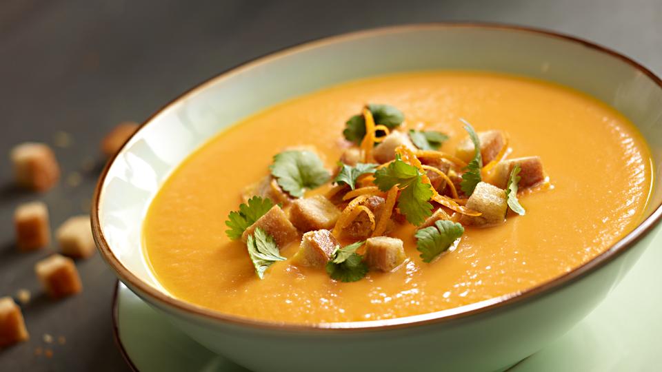 Przepis na zupę krem z marchwi, pomarańczy i imbiru