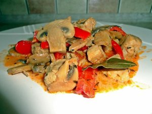 Gulasz wieprzowy z pieczarkami  prosty przepis i składniki