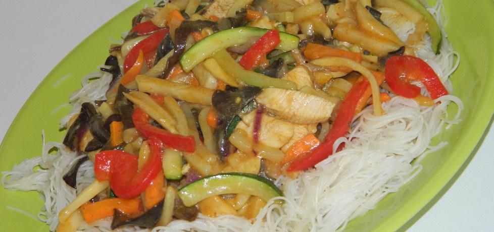 Makaron z kurczakiem po chińsku (autor: czarrna)