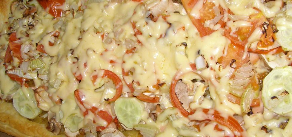 Pizza na szybko na cieście francuskim... (autor: w-mojej