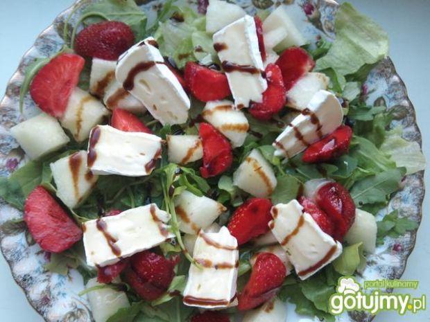 Przepis  sałatka z melonem i truskawkami przepis