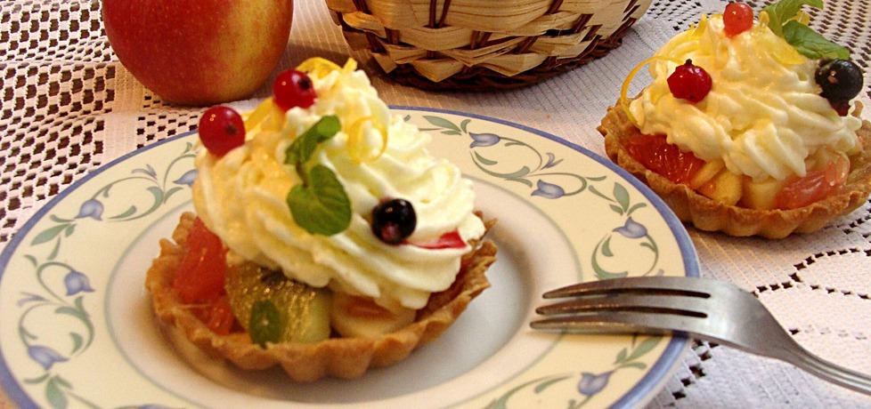 Babeczki z sałatka owocową pod cytrynową pianką (autor: iziona ...