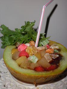 Sałatka owocowa w melonie z niespodzianką :)