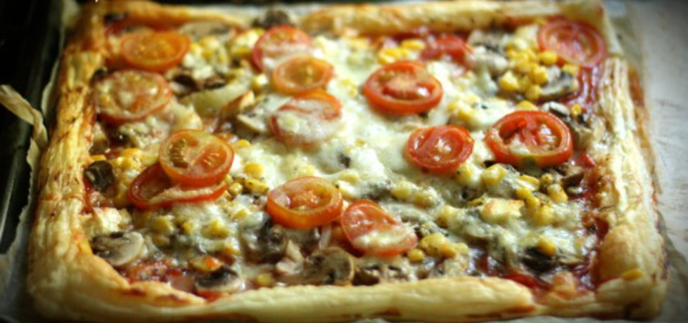 Pizza z ciasta francuskiego (autor: emciapichci)