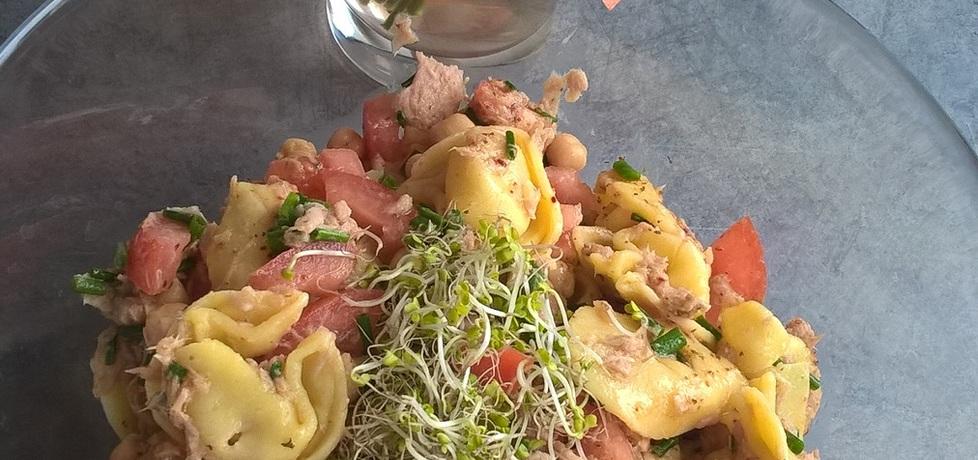 Sałatka z tortellini, tuńczykiem i ciecierzycą (autor: ania321 ...