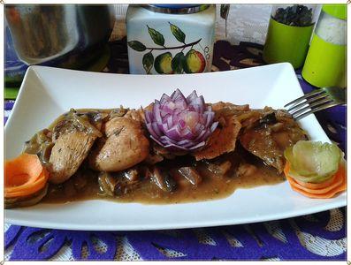 Kąski kurczaka w sosie pieczarkowo