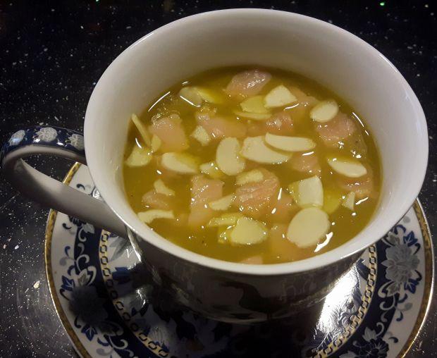 Przepis  zupa z łososiem i migdałami przepis