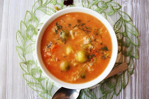 Przepis  zupa pomidorowa z ryżem i brukselką przepis