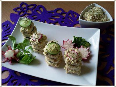 Mini kanapeczki z pastą z brokuła i fety