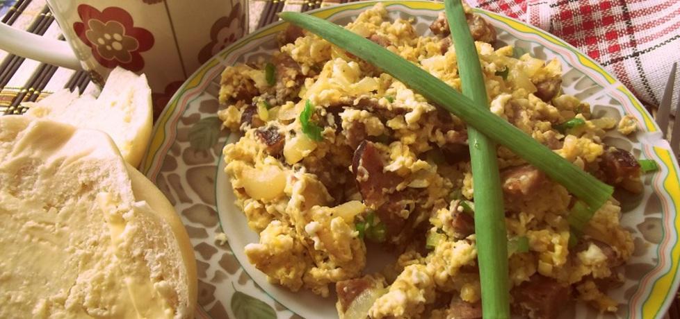 Jajecznica z kiełbasą cebulą i szczypiorkiem (autor: ilonaes ...