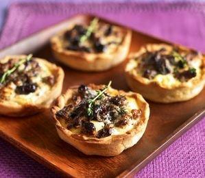 Tartaletki ze śliwką kalifornijską i kozim serem