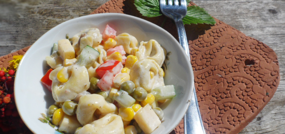 Prosta sałatka z tortellini z grzybami i żółtym serem (autor: przejs ...
