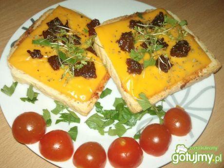 Przepis  tosty z czerwonym pesto przepis