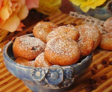 Smażone ciasteczka z miodem i rodzynkami