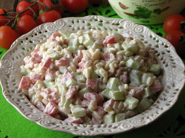 Przepis  sałatka z makaronem w formie ryżu przepis