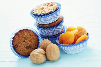 Muffiny owsiane z morelami i orzechami