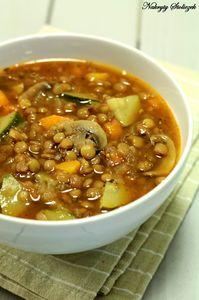 Zupa z soczewicą, pieczarkami i cukinią