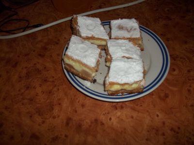 Pyszne ciasto z jabłkami i budyniem