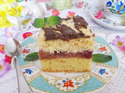 Ciasto z owocami, masą kokosową i czekoladową polewą ...