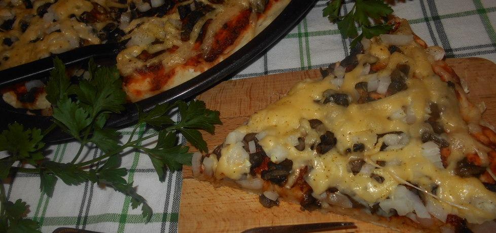Jogurtowa pizza z pieczarkami (autor: beatris)