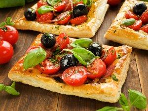 Tarta z salami i pomidorami  prosty przepis i składniki
