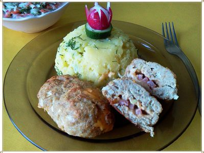 Mielone faszerowane kiełbaską i serem