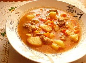 Meksykańska zupa gulaszowa  prosty przepis i składniki
