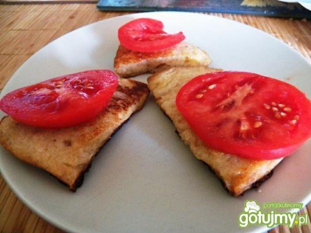 Przepis  chleb w jajku z pomidorem przepis