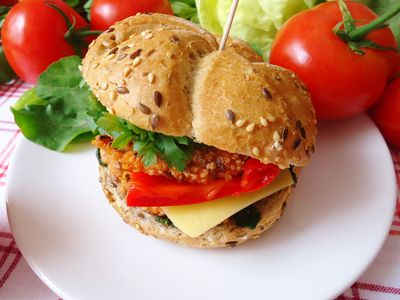 Jaglane burgery z botwinką