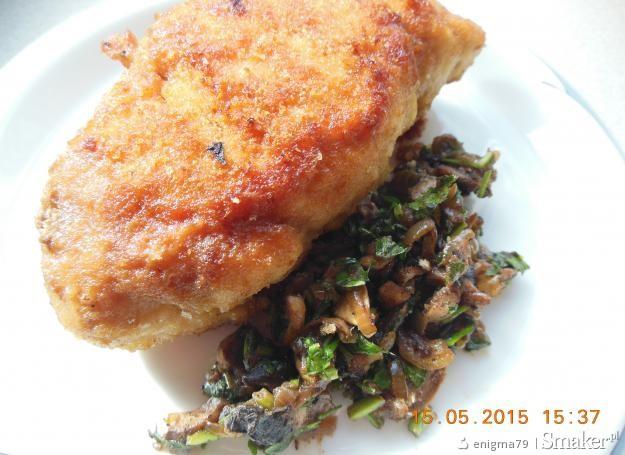 Kurczakowa roladka z pieczarkami i natką pietruszki
