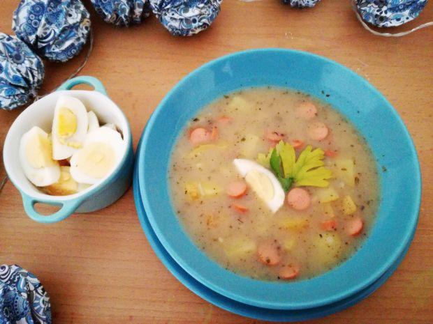 Przepis  barszcz biały z parówkami i jajkiem przepis