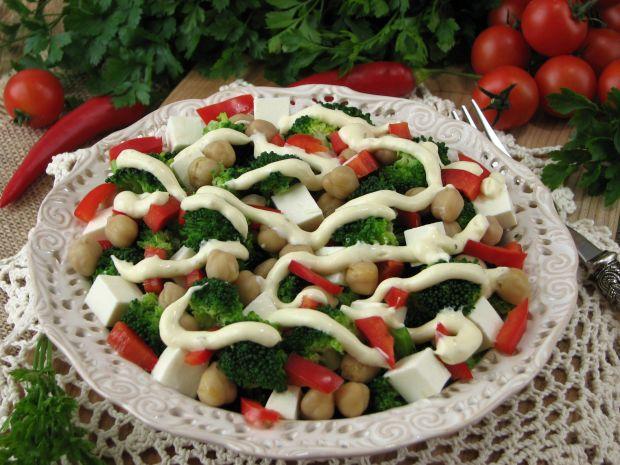 Przepis  sałatka z brokułem i fetą przepis