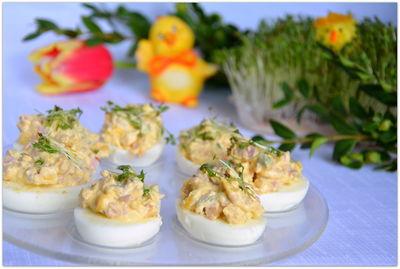 Jajka faszerowane z kukurydzą i papryką