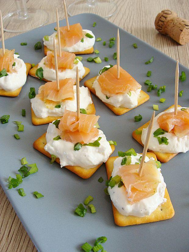 Przepis  krakersowe kanapeczki z łososiem przepis