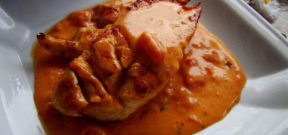 Pierś z kurczaka w sosie pomidorowym z wędzoną papryką (autor ...