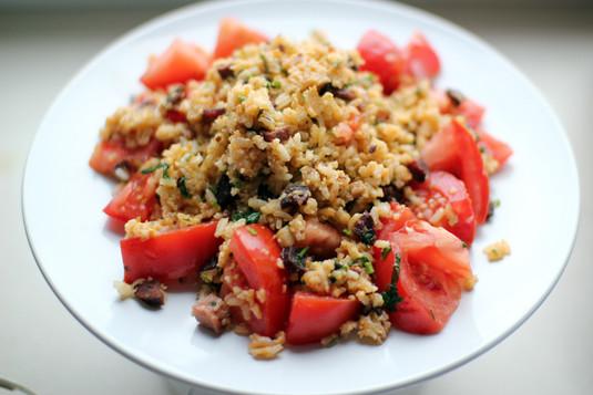 Ryż smażony z jajkiem, boczkiem i dodatkami