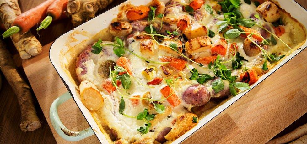 Pieczona biała kiełbasa wieprzowa z nowalijkami w sosie ...
