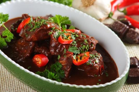 Meksykański kurczak w sosie mole (czekoladowym)