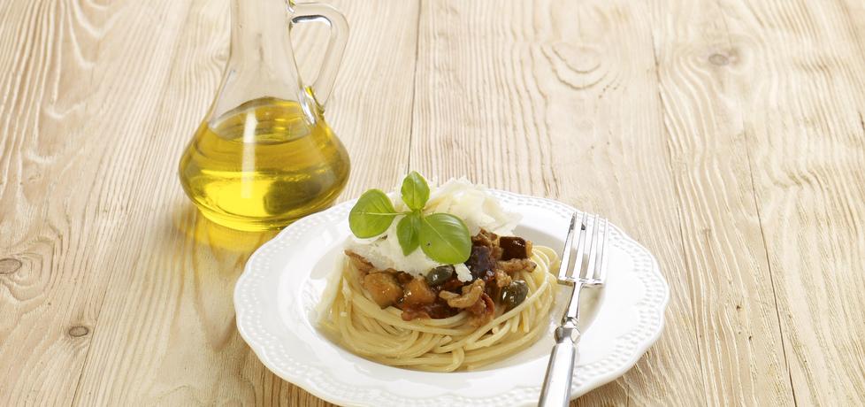 Spaghetti z mięsem mielonym, bakłażanem i suszonymi pomidorami ...