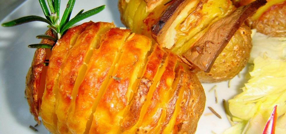 Pieczone ziemniaki hasselback. (autor: christopher ...